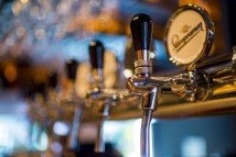 Restaurants, pubs see sales above pre-COVID-19 levels in August